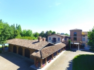 INDIPENDENT HOUSE WITH POOL IN PIACENZA
